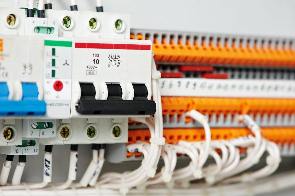 установка электрического щита в Женеве